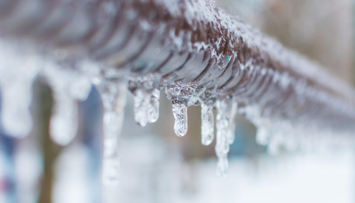 Frozen Pipes: What to Do? Symptoms, Thawing & Prevention